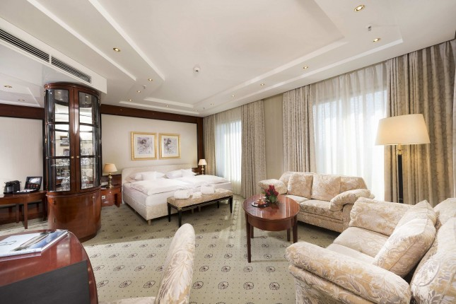 Superior Junior Suite with Lounge access