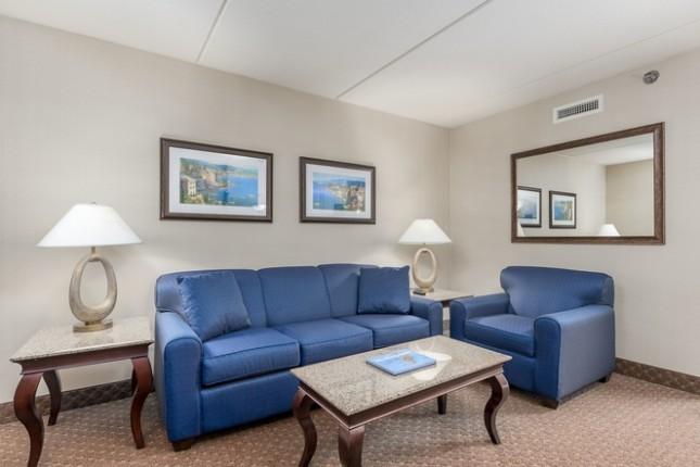 Side Ocean View 2 Queens Suite