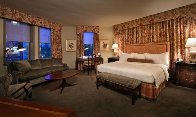 Ambassador Suite King w/ Sofabed