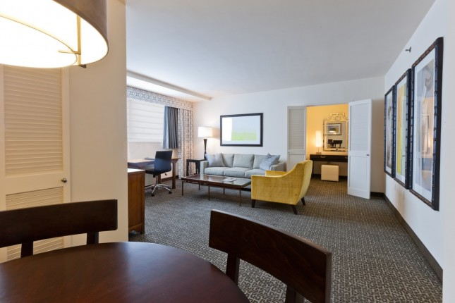 Deluxe Suite - 770 sq ft.