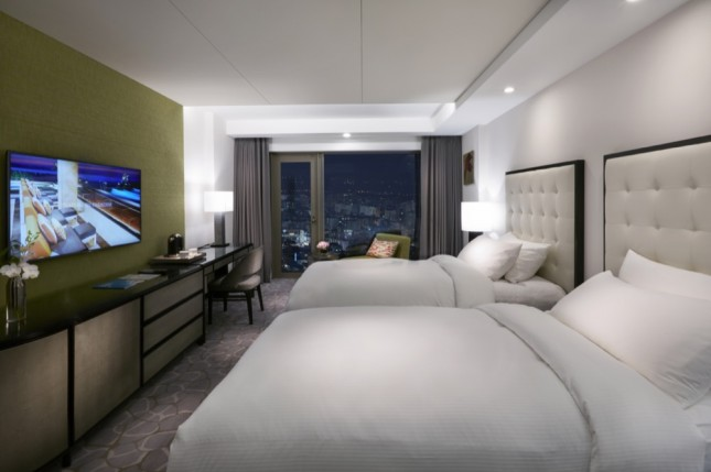 Deluxe 2 Twin Beds City View