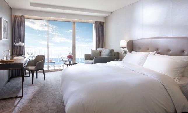 Deluxe 1 King Bed Ocean Terrace View